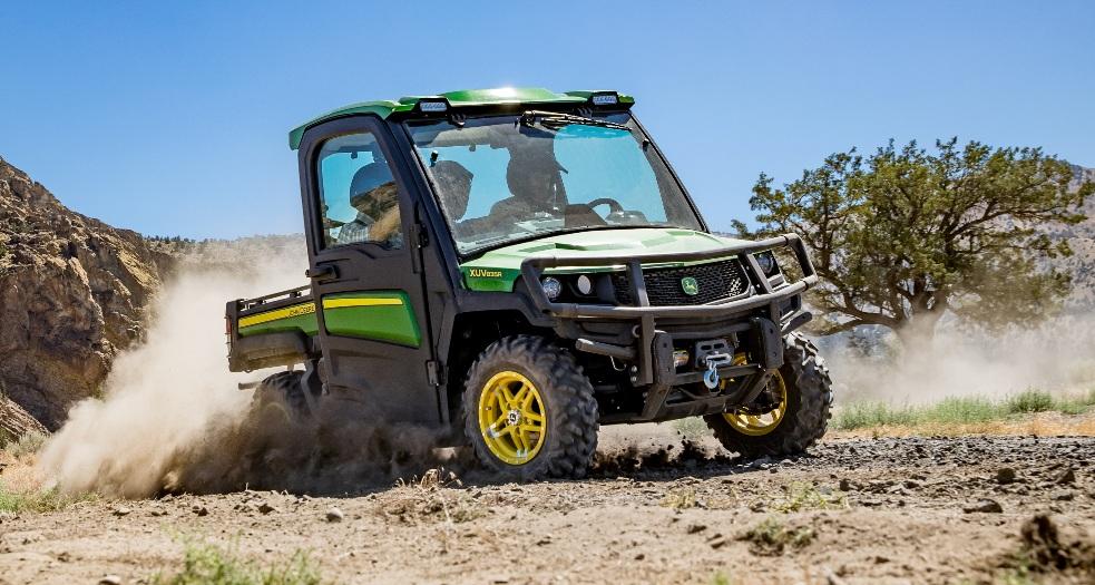 Новые мотовездеходы John Deere серии Gator XUV