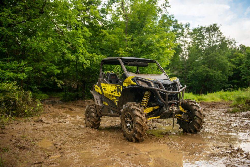 Maverick-Sport-Xmr-Carbon-Black-_-Sunburst-Yellow-Hero-1-1024x683