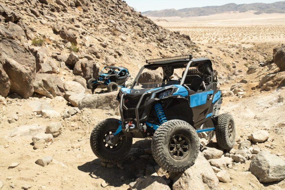 Maverick-Sport-Xrc-Carbon-Black-_-Octane-Blue-Rocks-1-1024x683